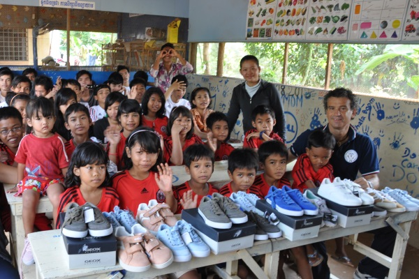 Stefano Podini In Der Klasse Mit Den Kindern Des SFODA Waisenhauses