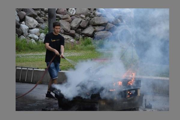 Durante Le Esercitazioni I Ragazzi Hanno Provato A Spegnere Un Incendio