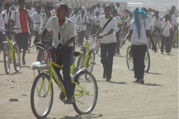 Ein Fahrrad Zu Spenden Bedeutet, Die Schule Zu Unterstützen