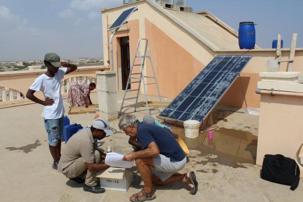 L'ing. Marri Assistito Da Due Tecnici Eritrei Installa Un Solar Still