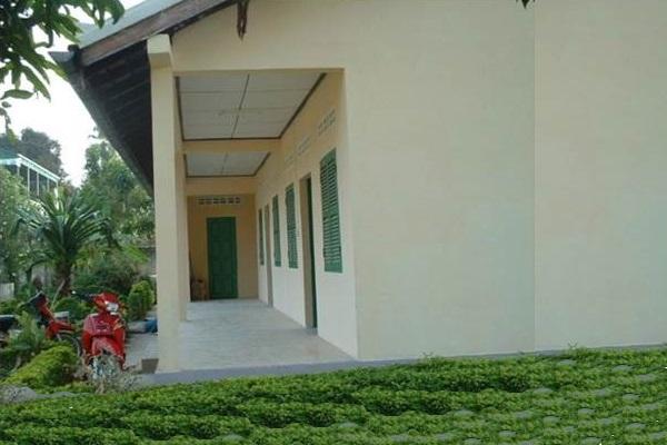 Eine Komplette Renovierung Des Gebäudes Wurde Mit Der Schaffung Eines Badezimmers, Eines Zimmers, Einer Küche Durchgeführt
