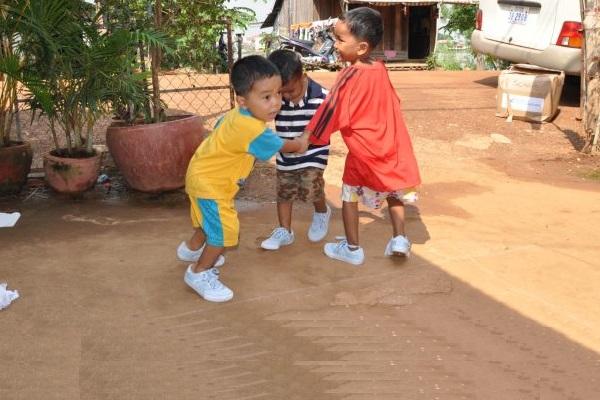 Drei Kinder Spielen