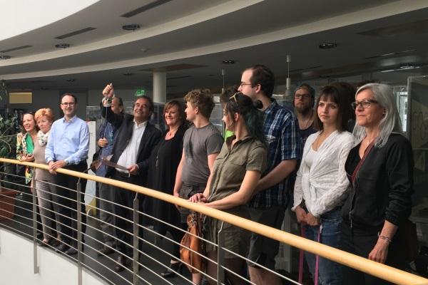 Alessandro Podini Zusammen Mit Den Schülern Der Marmorschule Aus Laas